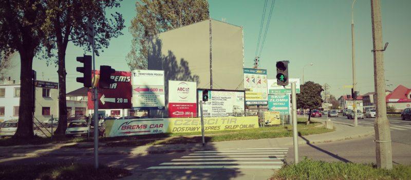 """Ochrona zabytków zagospodarowanie przestrzenne postępowanie administracyjne Szansa na rozwiązanie problemu reklam w miastach? Projekt tzw. ustawy inwestycyjnej przewiduje wprowadzenie obowiązkowej """"uchwały reklamowej""""."""